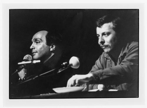 Lucien Attoun, Yves Reynaud, dialogue après la mise en voix de Regarde les femmes passer à Hérisson, 1981 ©Guy Charoy